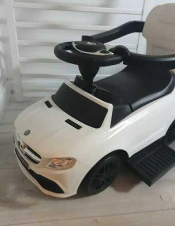 . samochód dla dziecka . odpychacz .