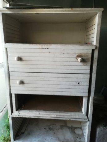 Armário branco de madeira