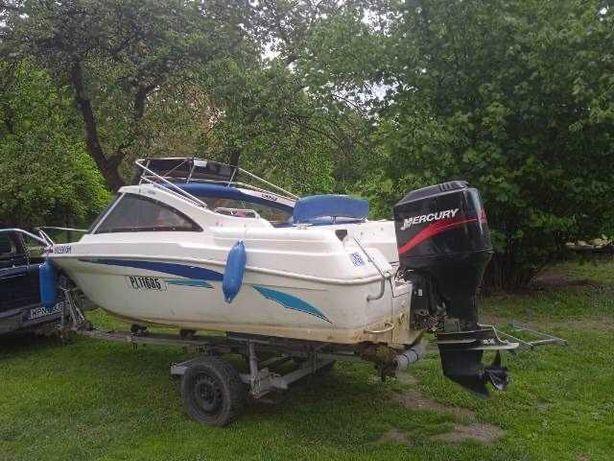 Łódka motorowa kabinowa