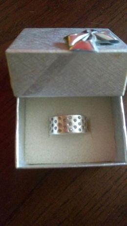 Srebny pierścionek obrączka