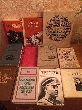 Продам книги (смотрите фото)