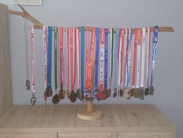 stojak na medale drewniany loft