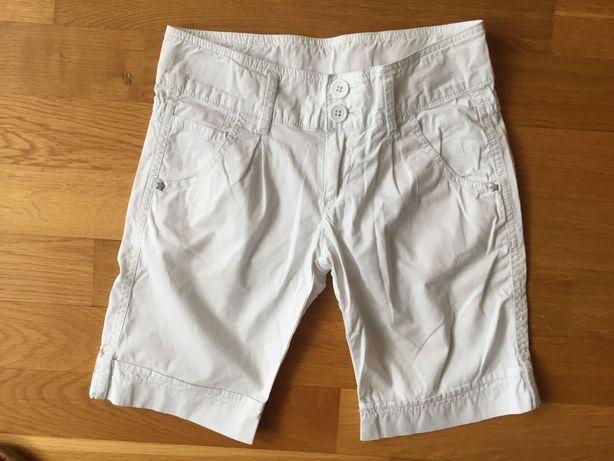 Spodenki Zara białe , szorty do kolan r.128