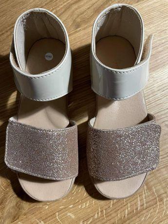 Nowe sandałki Slippers Family