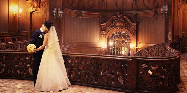 Продається Розкішна весільня сукня