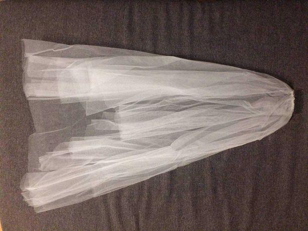 Biały ślubny welon