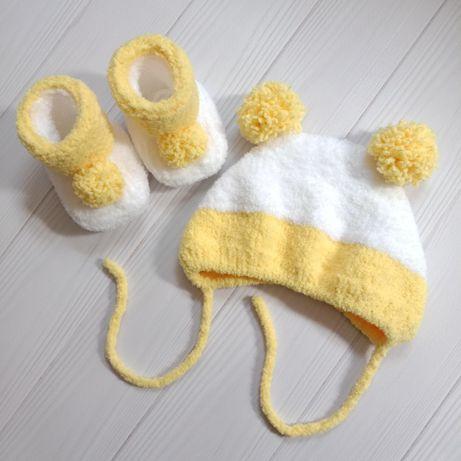 Комплект для малыша: шапочка + пинетки (0-6 месяцев) ручная работ