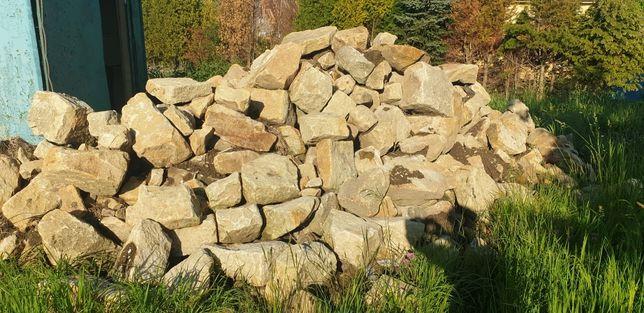 Piaskowiec kamień z rozbiórki na mur rzeki itp