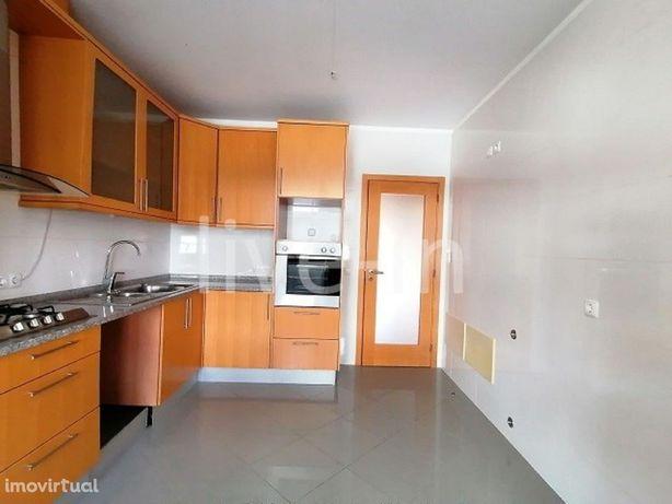 Apartamento T2 com garagem fechada no centro de Aveiro