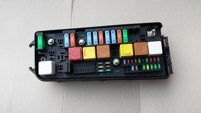 skrzynka bezpieczników JP 1324.0244 opel vectra c 1.9 3.0 OPC MAX OPCJ