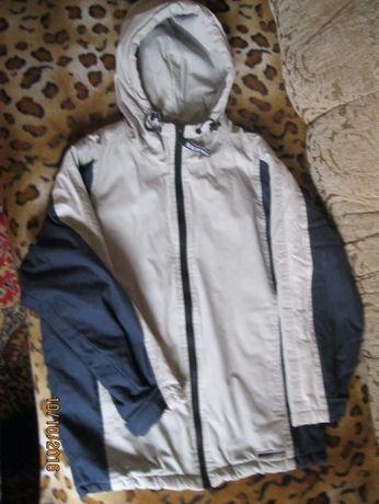 Продам осеннюю курточку на мальчика 9-10лет