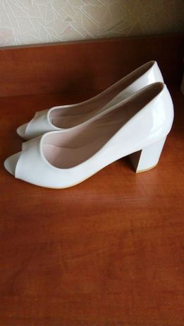 туфли лакированные, новые, 38размер