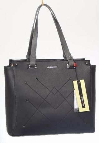 Torebka Monnari czarna kuferek klasyczna mieści A4 na ramię przeszycia