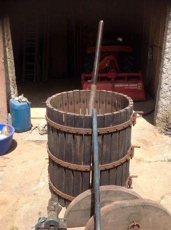 Prensa vinícola antiga