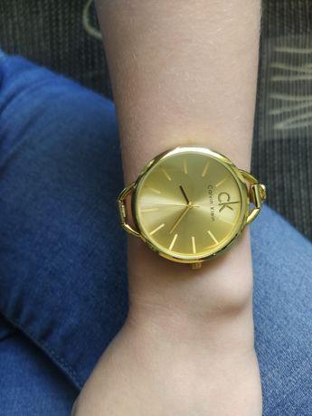 Nowy zegarek złoty