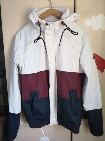 Nowa kurtka przeciwdeszczowa Bershka