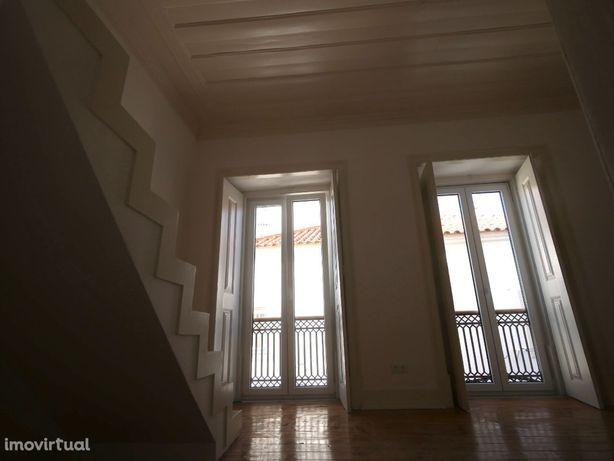 Apartamento T3 Duplex em prédio Reabilitado - Centro de Santarém