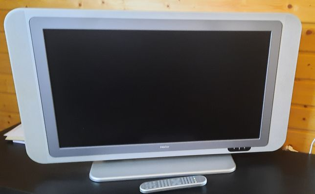 TV com comando a funcionar