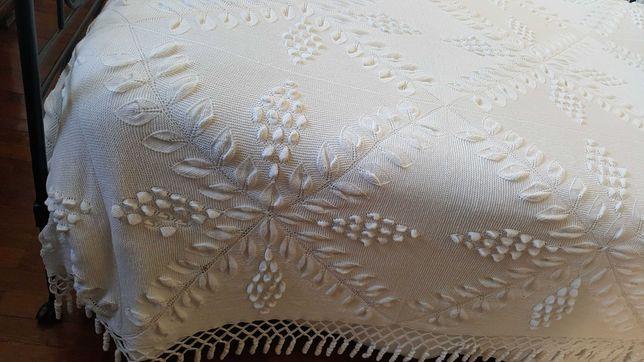 Colcha antiga em tricot, cama de casal