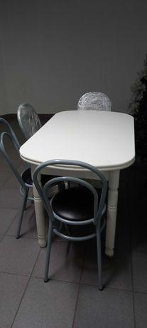 Mesa de cozinha com 4 cadeiras bom estado