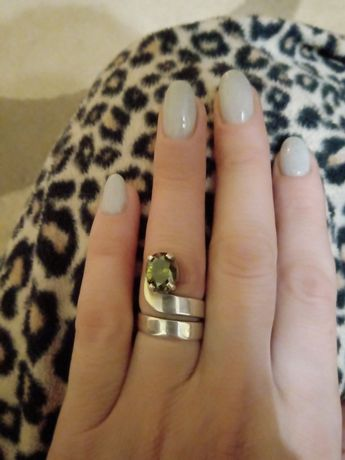 Колечко срібне зеленим каменем