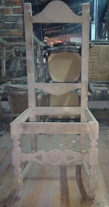 Cadeiras em branco de estilo para bricolage, acabamento e restauro