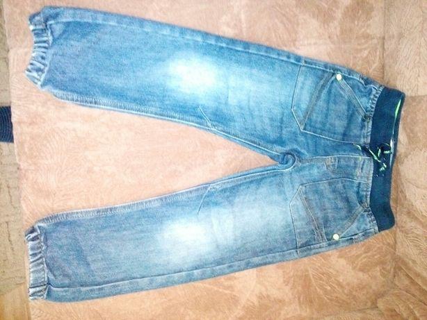 Продам джинсы на мальчика 6_7 лет отличное состояние