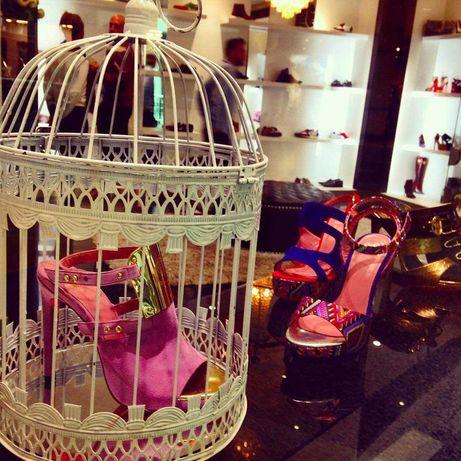 Stock de 900 pares sapatos ( na caixa ) da famosa marca Mikels Shoes,