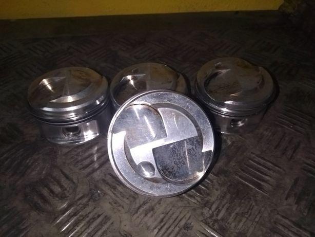 Pistons JE Peugeot 106
