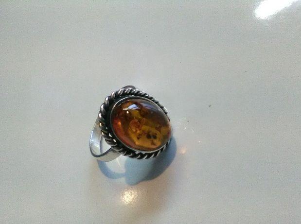 pierścionek srebrny z bursztynem pr925