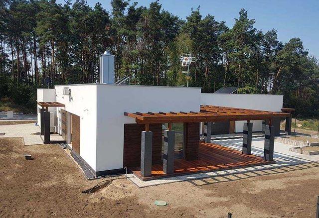 Dom niskoenergetyczny, z pompą ciepła
