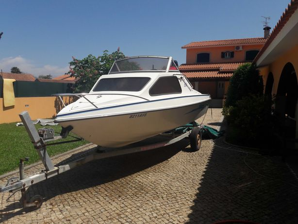 Embarcação Semi-Cabinado