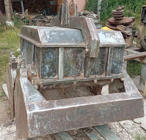 Грейфер моторный 2-х челестный для перегрузки сыпучих материалов