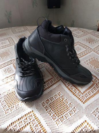 Продам кроссовки кожаные зимние