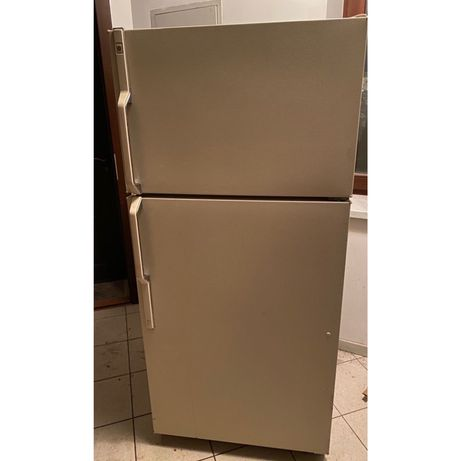 Холодильник General Electric TBG 14 JA двукамерный в рабочем состоянии