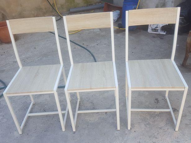 3 cadeiras  em ferro  acento  madeira