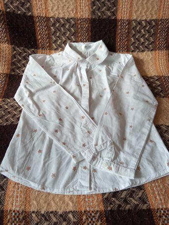 Bluzka biała w brokatowe gwiazdki.