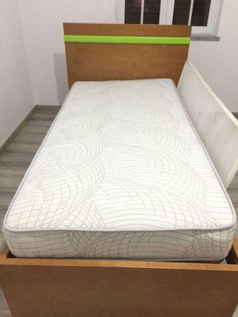 Vendo cama + mesa de cabeceira mais colchão