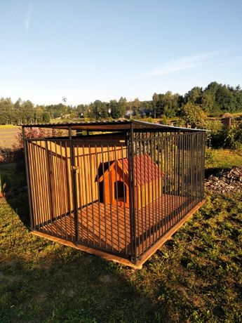 typowy kojec dla psa, klatka, buda ocieplana, schowek, wiata i inne