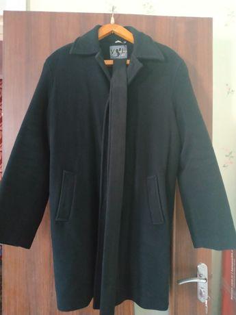 Мужское пальто черного цвета