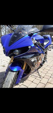 Motocykl Yamaha R1 RN 22