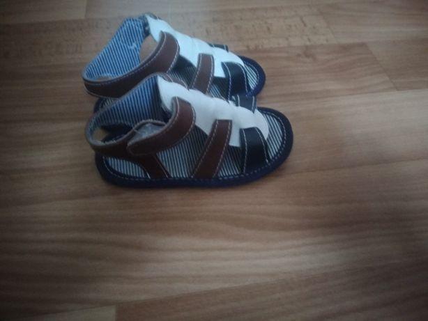 Детская обувь на мальчика.