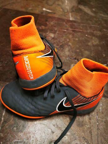 Halówki ze skarpetą Nike 35