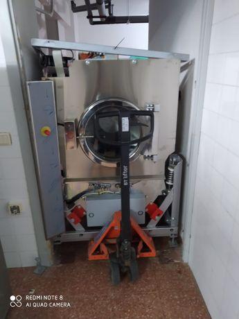 Lavandaria máquina de lavar roupa lares self service