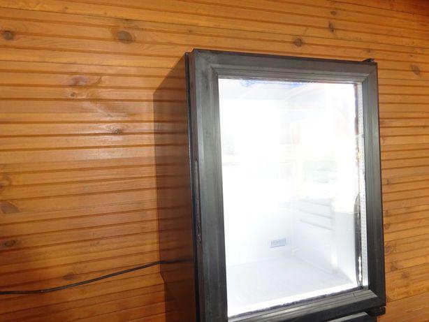 mała chłodziarka lodówka przenośna na napoje piwo lub inne rzeczy