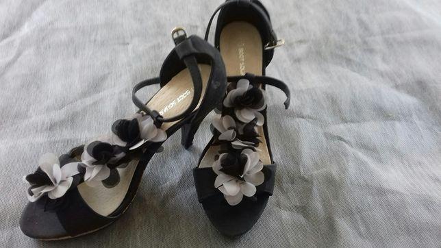 Buty letnie z kwiatkiem
