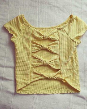 Top Amarelo com efeitos nas costas