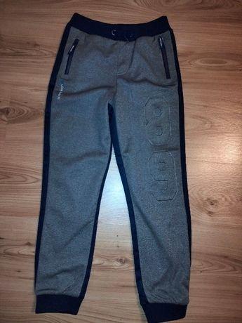 Spodnie dresowe chłopięce 140, nieużywane