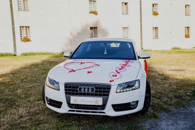 Dekoracje na samochód ślubny