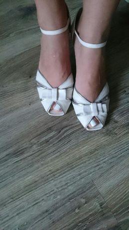 Skóra Naturalna Sandały Białe Szpilki Czółenka rozmiar 40 CCC